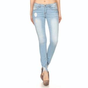 Denim - Mid-Rise Light Denim Skinny Wash Jean